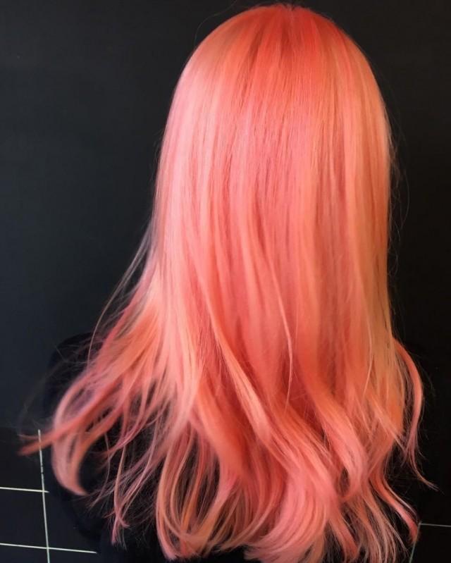 модное окрашивание волос 2018: персиковый окрас с розовым оттенком