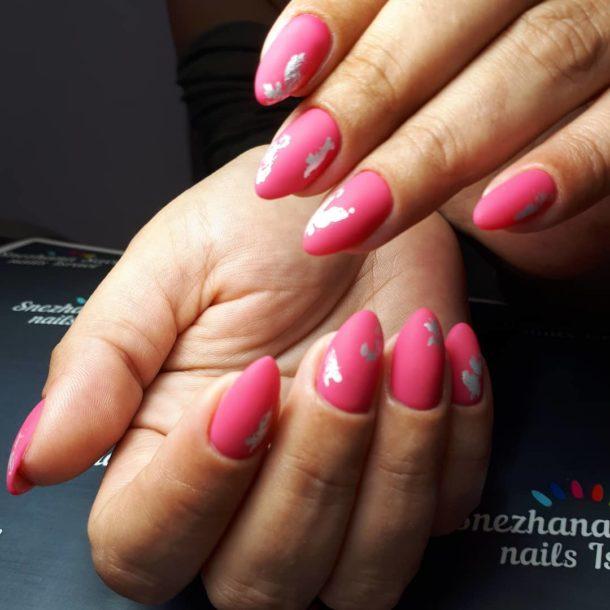 темно-розовый с узорами
