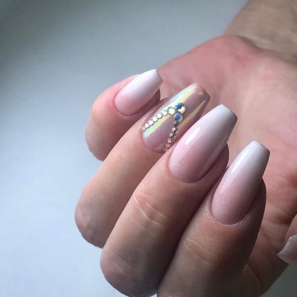 бледно-розовый с камнями