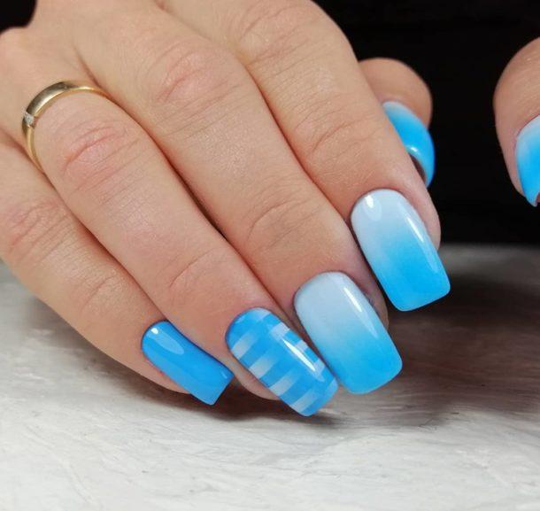 голубой с полосками градиент
