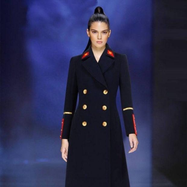 модные пальто осень-зима 2019-2020: пальто шинель синее с лампасами