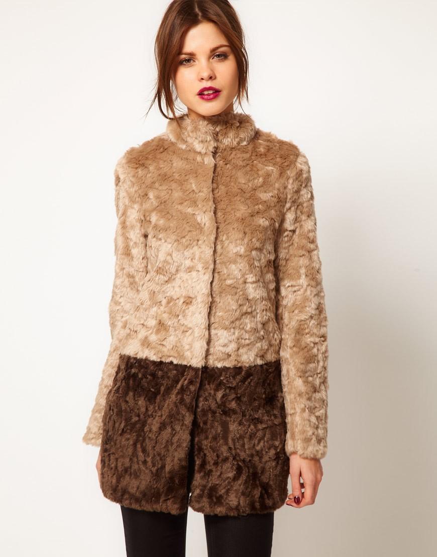 модные пальто осень-зима 2019-2020: пальто из меха двухцветное