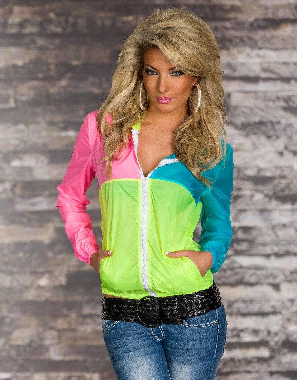 Модные женские куртки 2019-2020 года: куртка розово-зеленая-синяя