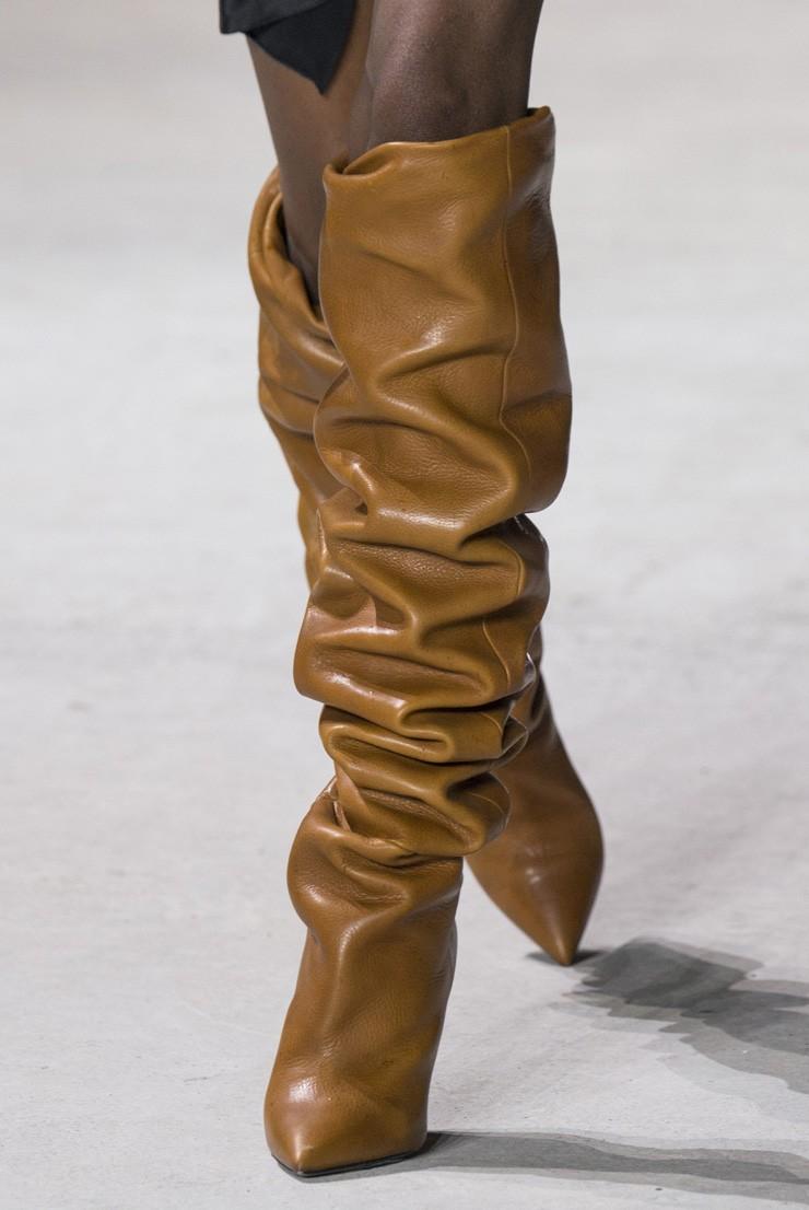 модные сапог осень зима 2019-2020: сапоги со складкой высокие коричневые