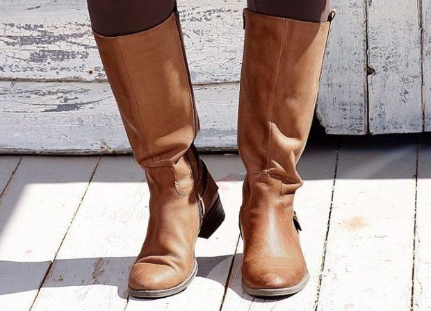 модные сапог осень зима 2019-2020: сапоги со складкой коричневые квадратный каблук