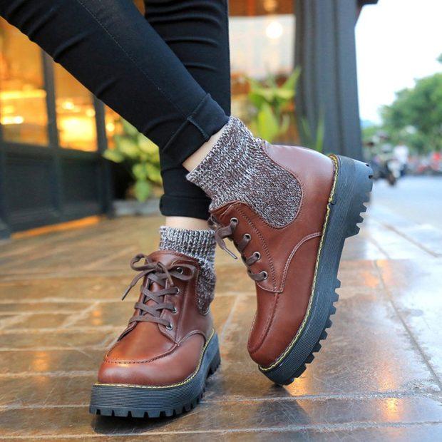 модные сапоги осень зима 2019-2020: короткие тяжелые коричневые