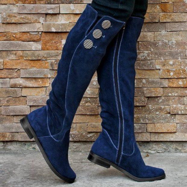 модные сапоги осень зима 2019-2020: сапоги замшевые синие с пуговицами