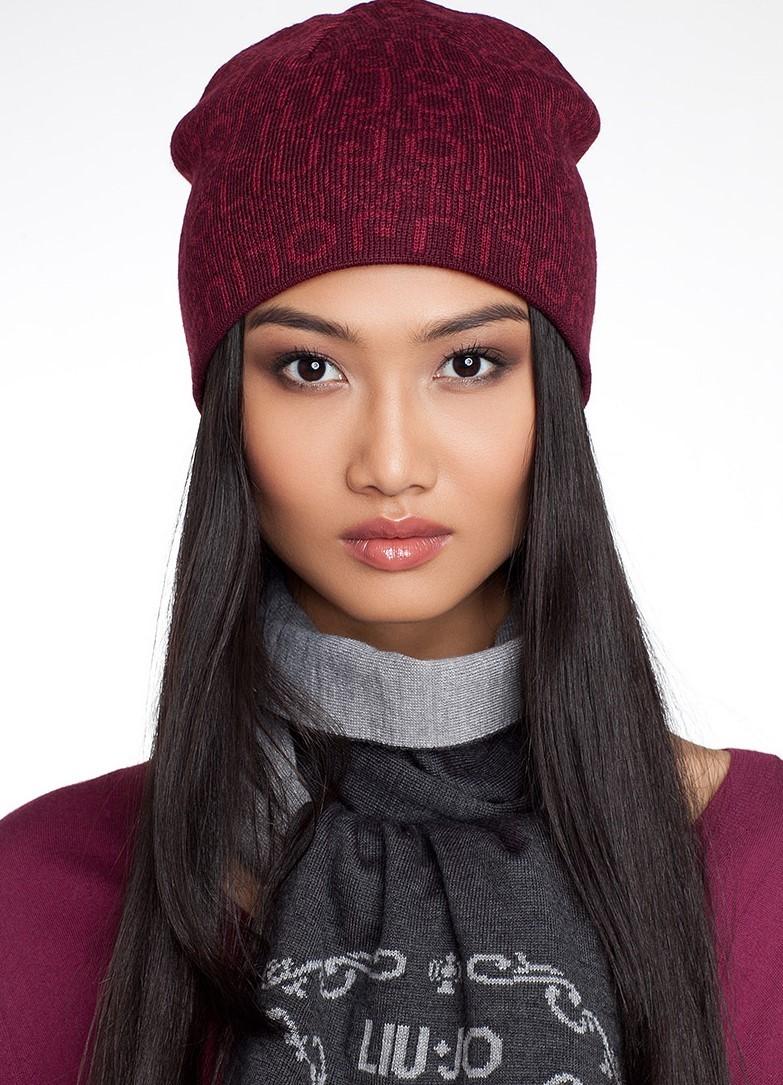 модные высеянные шапки 2018: шапка бордовая с буквами