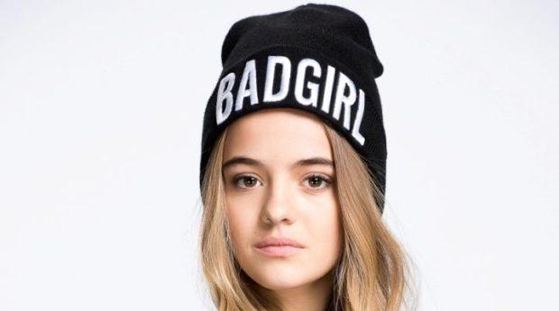 модные вязанные шапки 2018: с надписями