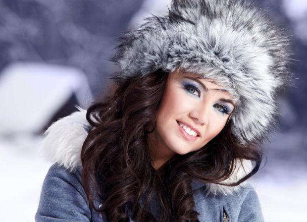 Модные зимние шапки в 2018 году: шапка меховая серая