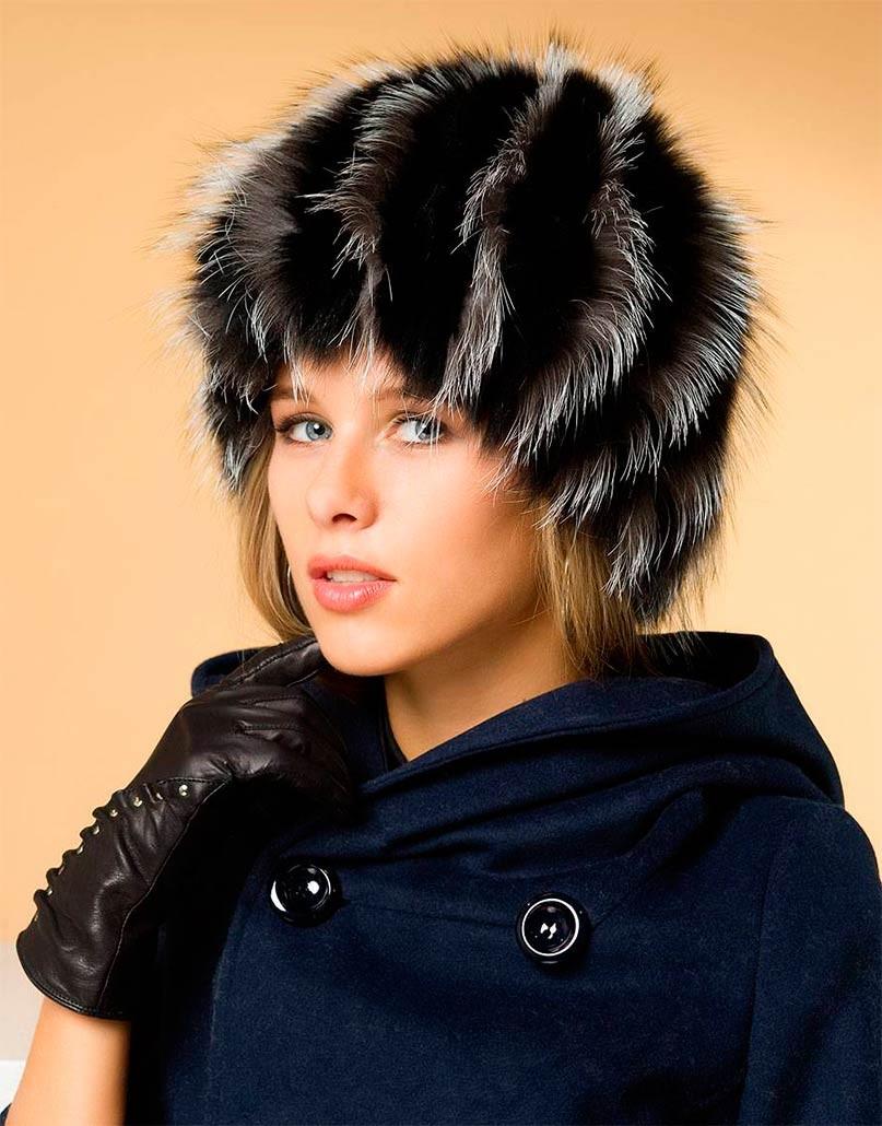 Модные зимние шапки в 2018 году: шапка серная меховая с серыми вставками