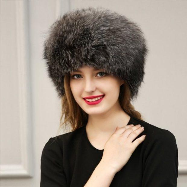 Модные зимние шапки в 2018 году: меховая серая шапка