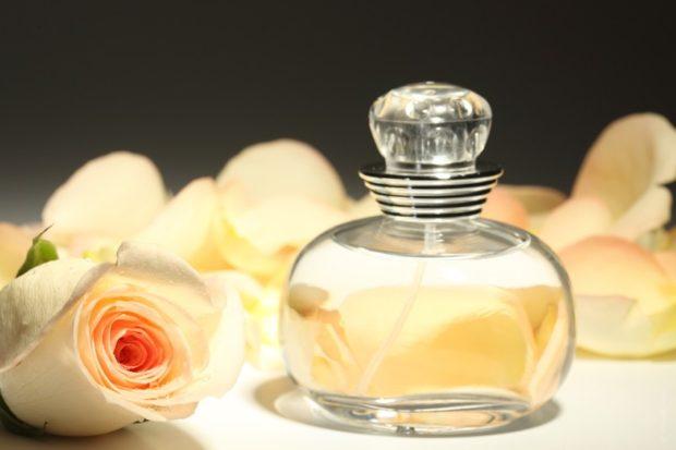 модные женские ароматы 2018: аромат розы белой