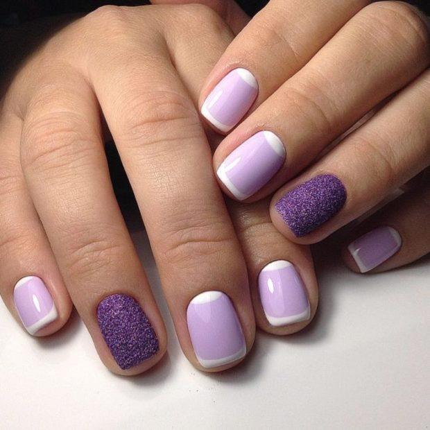 Новогодний маникюр 2020 года: сиреневые ногти мягкий квадрат