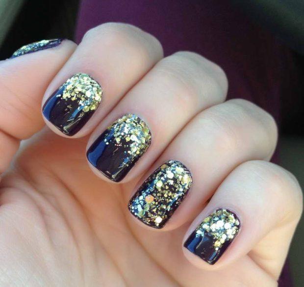 новогодний дизайн ногтей 2018: ногти черные с блестками золото