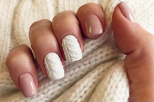 новогодний дизайн ногтей 2018: вязка белая