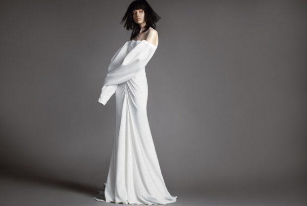 Коллекция свадебных платьев Vera Wang Spring/Summer 2018 года: белое простое с рукавом