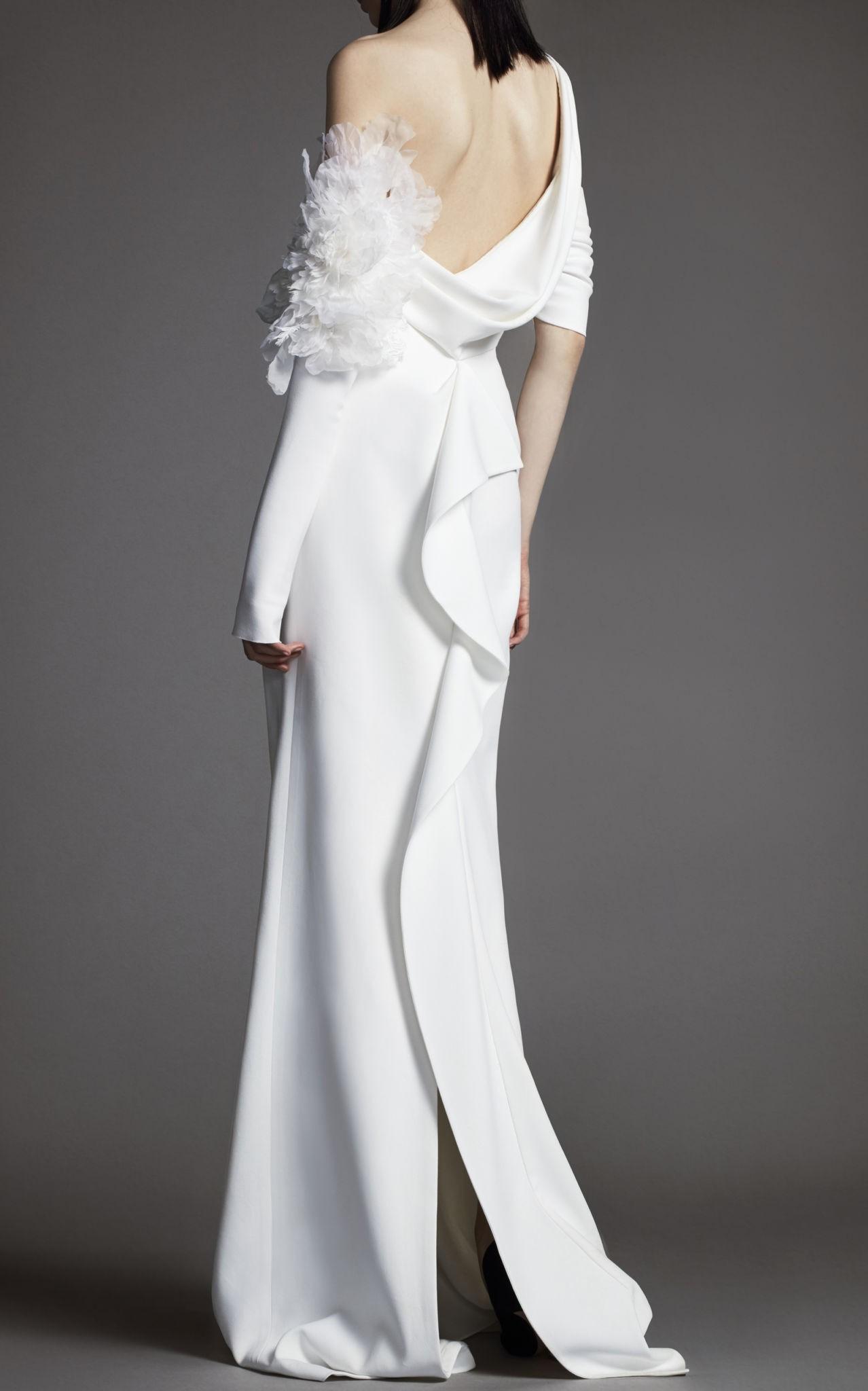 Коллекция свадебных платьев Vera Wang Spring/Summer 2018 года: The Clementine воланы А- силует открытое плечо