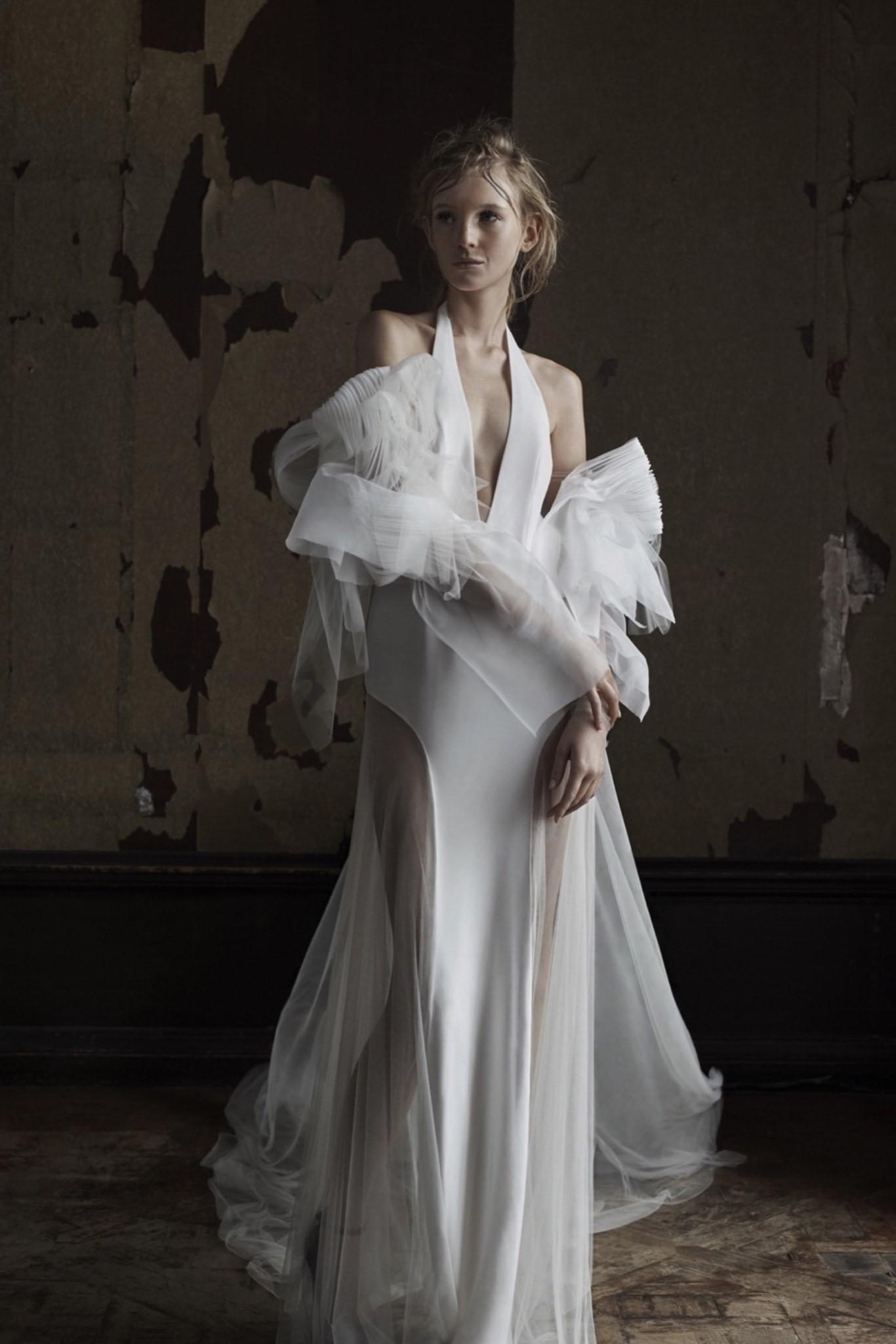 Коллекция свадебных платьев Vera Wang Spring/Summer 2018 года: платье белое с фатином