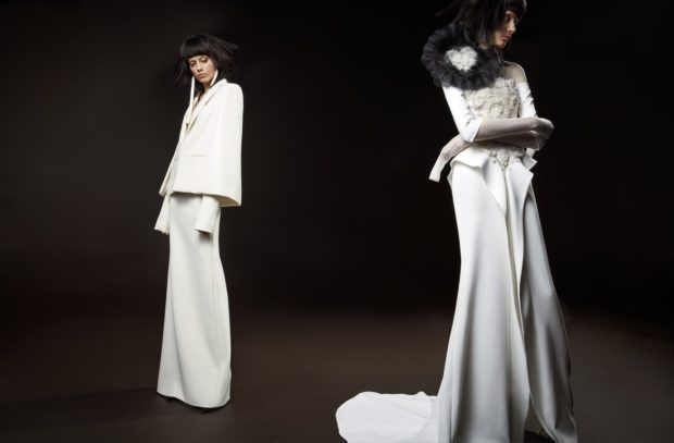 Коллекция свадебных платьев Vera Wang Spring/Summer 2018 года: платье с накидкой простое платье с воланами с цветком