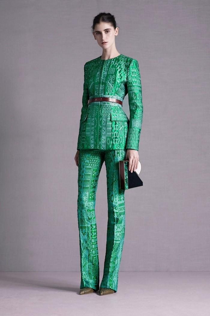 в чем встречать новый год 2018: костюм изумрудного цвета под пояс