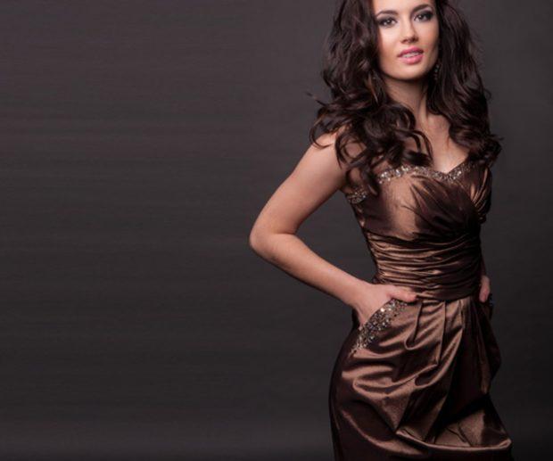 в чем встречать новый год 208: платье коричневое открытые плечи футляр