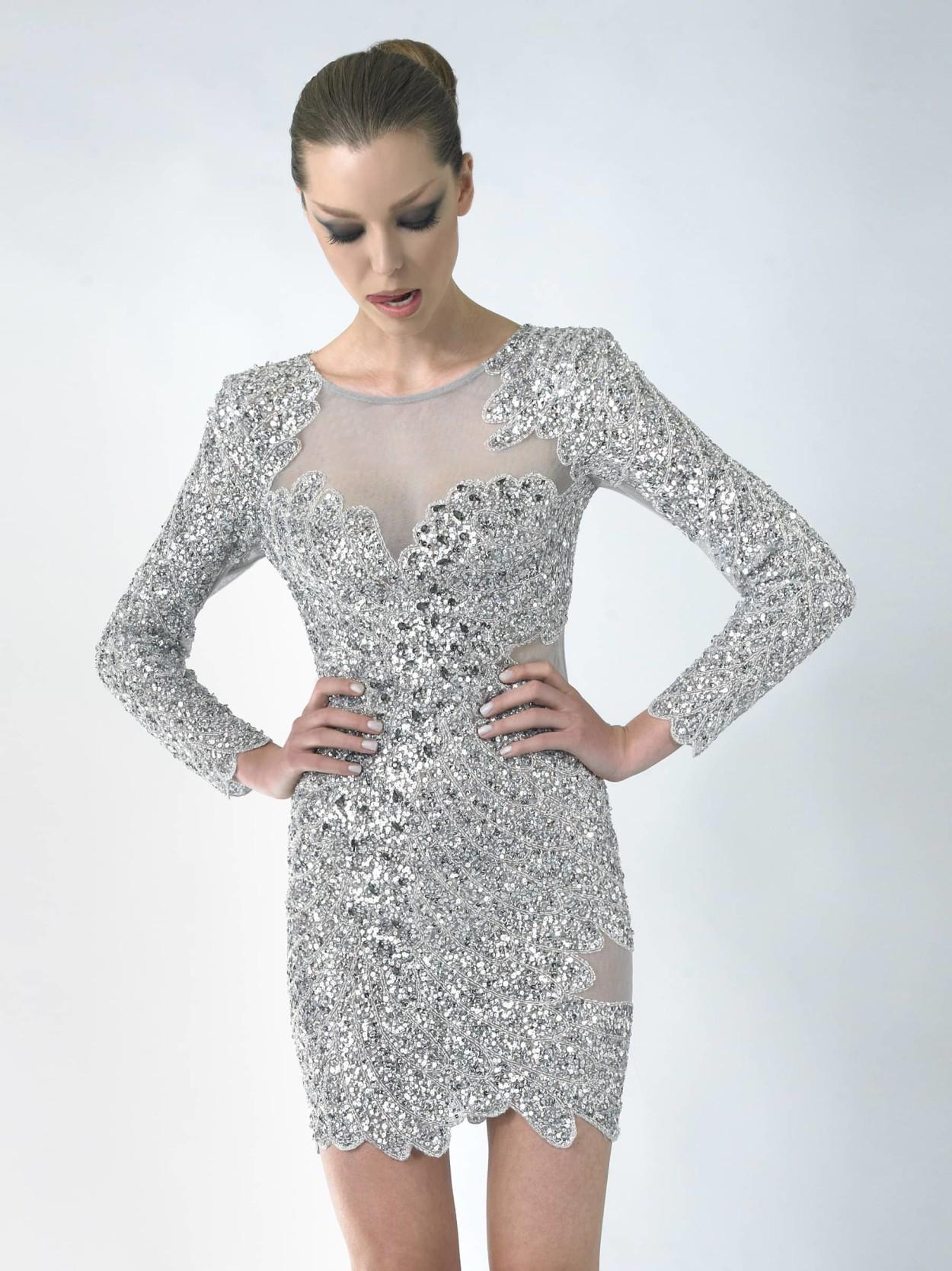 в чем встречать новый год 2018: серебряное платье короткое длинный рукав