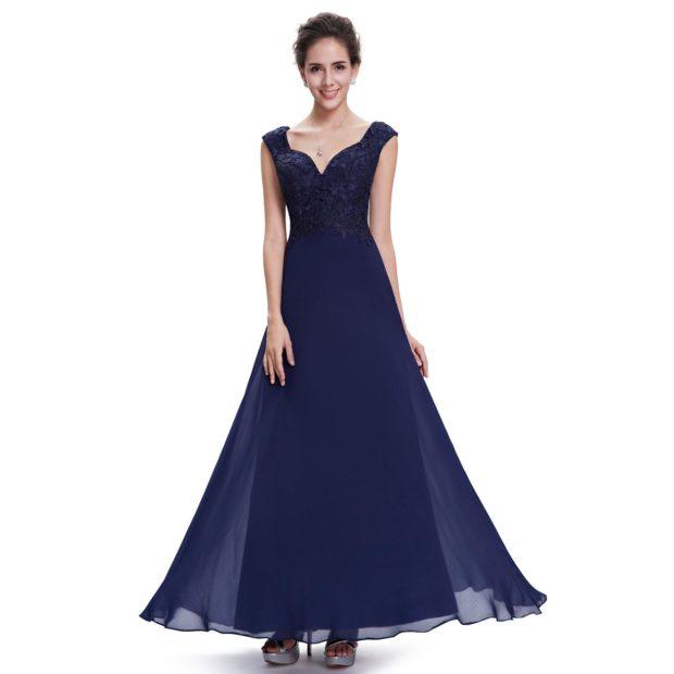 в чем встречать новый год 2018: платье синее длинное шифоновая юбка