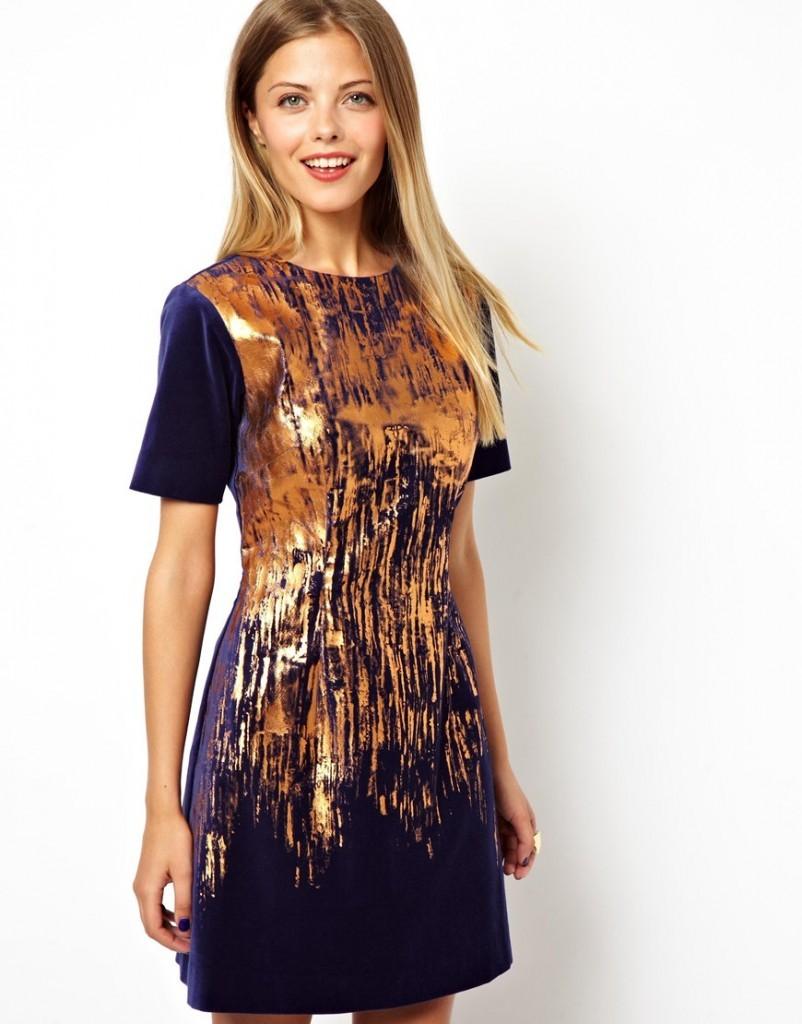 вечерние платья на новы год 2020: платье трапеция синее с золотом