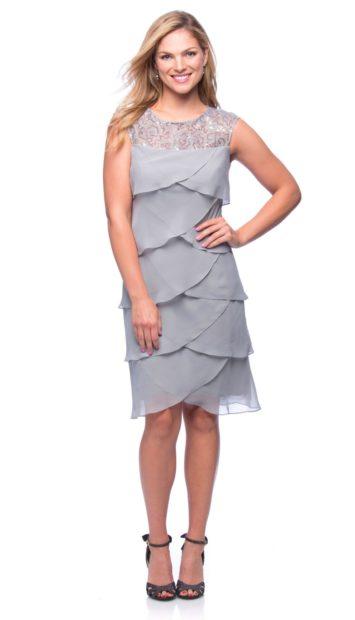 вечерние платья на новый год: многоярусное серое без рукава