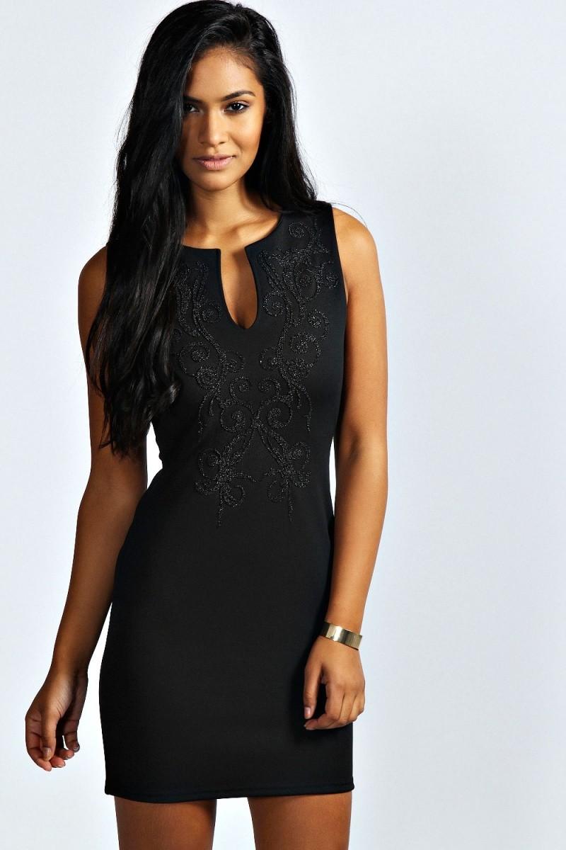 вечерние платья на новый год 2020: платье с вырезом V черное короткое