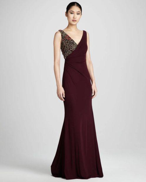 вечерние платья на новый год 2020: платье с вырезом V длинное с бисером