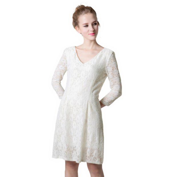 вечерние платья на новый год 2020: платье с вырезом V белое короткое