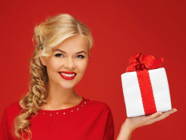 Подарок девушке на Новый год 2018