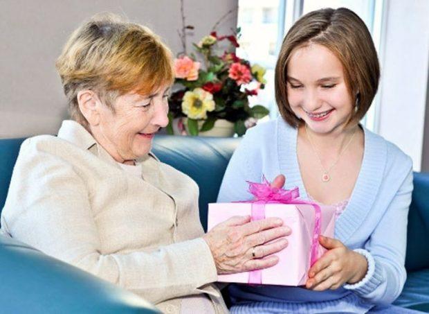 Подарки бабушке на Новый год 2018
