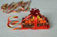 Подарки из конфет своими руками на Новый год 2018