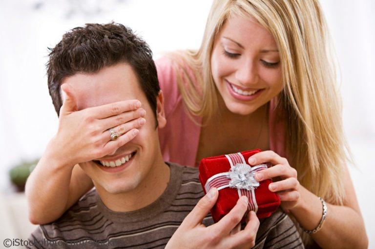 Идеи для подарка мужчине в возрасте