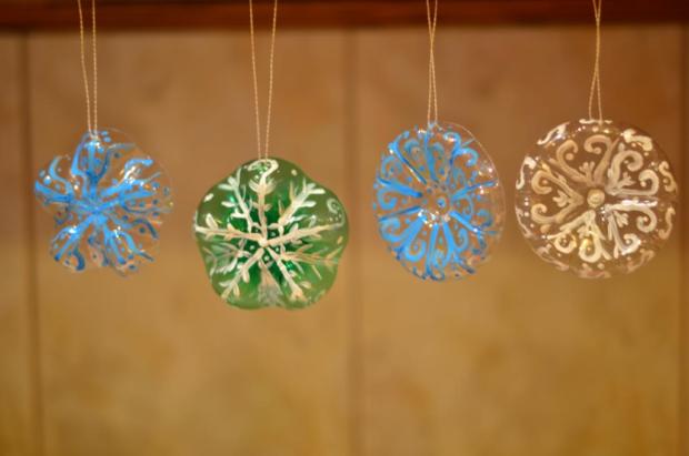 Пластиковые снежинки