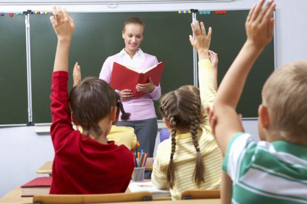 Дети и учитель