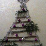 елка из палок на стену