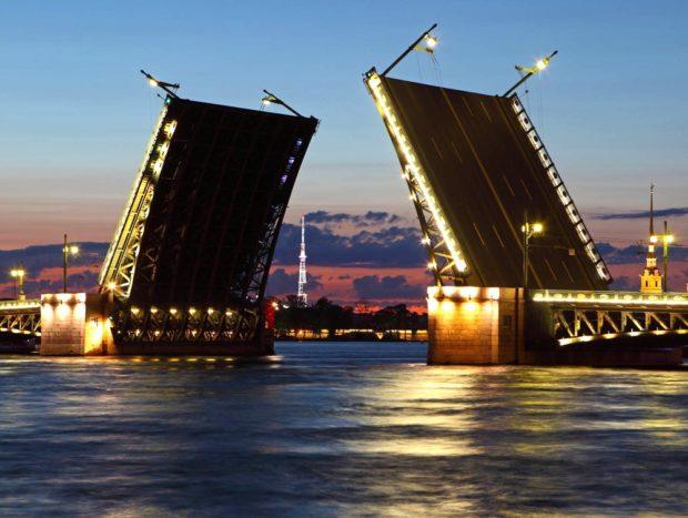 Разведение мостов во время Белой ночи