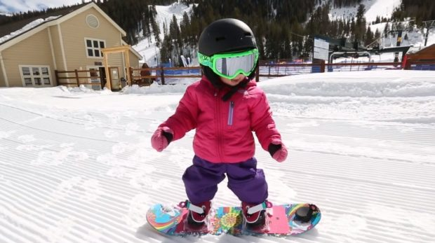 Ребенок и сноуборд