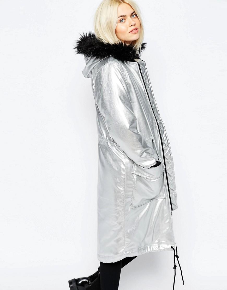 куртки весна 2019: миди серебро с капюшоном