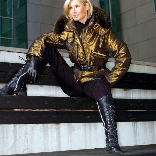 финская куртка золотая под пояс