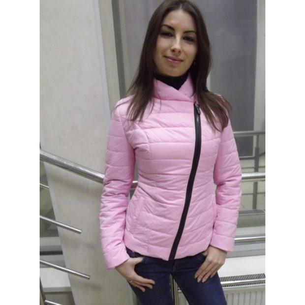 демисезонная куртка коротка розовая