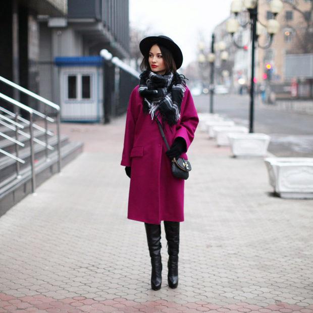 пальто малиновое ниже колена