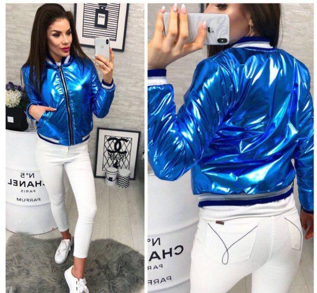 какие куртки в моде весной 2019: яркая синяя металлик короткая