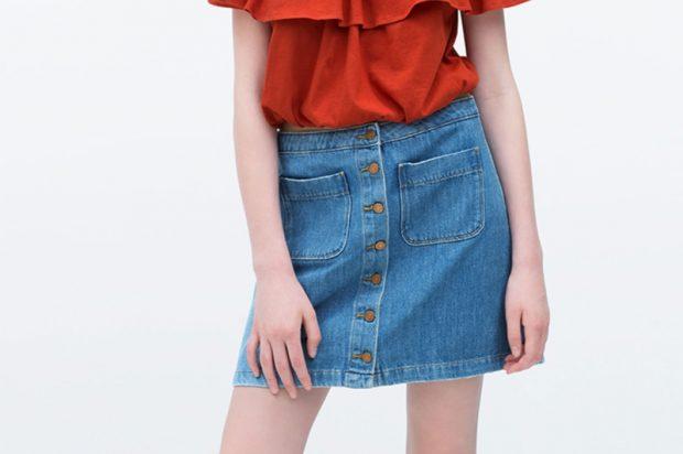 модные юбки весна лето 2019: короткая джинсовая с пуговками