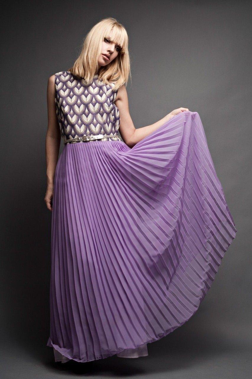 юбки весна лето 2019 года: плиссированная светло-фиолетовая макси