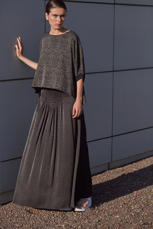 модные юбки 2019 года весна лето: широкая в пол серая